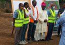 Construction de la Cité de la Paix: les Evêques sur le chantier